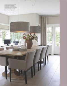 Keijser & Co mmoie combi stoelen, houten vloer, tafel en lampen