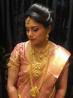 60 Ideas indian bridal hairstyles for reception hindus blouse designs for 2019 Indian Bridal Hairstyles, Indian Bridal Wear, Wedding Hairstyles, Bridal Hairstyle For Reception, Bridal Braids, Hindu Bride, Saree Models, South Indian Bride, Saree Wedding