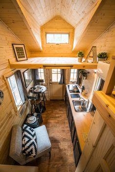 Tiny House Swoon, Small Tiny House, Tiny Houses For Sale, Tiny House Living, Tiny House Plans, Mini Houses, Tiny Tiny, Tree Houses, Cozy House