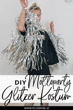 Ich liebe Partys! Ich liebe Kostüme! Und was liebe ich am meisten? Mottopartys! 🎉 So war ich natürlich in jeder Faser meines Seins entzückt, zu einer Party mit dem Motto Glitzer eingeladen zu sein. Wer mich besser kennt, weiß, dass ich da Wochenlang überlege und mich beim Basteln richtig ins Zeug lege. Diy Blog, Partys, Diy Fashion, Sequin Skirt, Dreadlocks, Hair Styles, Beauty, German, Jewelry Making