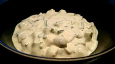 Ett LCHF-recept på en sallad som verkligen påminner om vanlig potatissallad. Falsk potatissallad med zucchini istället för potatis. Gott och lättlagat!