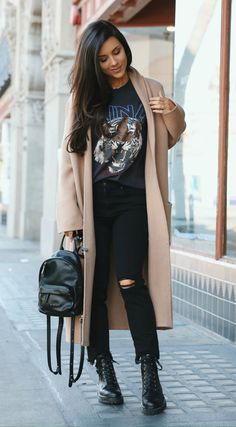 Camel Coat + Combat Boots (via Everyday effortless street style - Camel coat and combat Combat Boot Outfits, Combat Boots Style, Winter Boots Outfits, Winter Fashion Outfits, Look Fashion, Combat Boots Dress, Fall Fashion, Fashion Beauty, Pastel Outfit