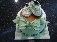 Scarpine neonato in pasta di zucchero, la ricetta e il procedimento [FOTO]