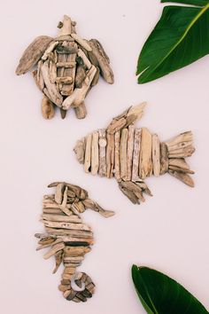 DIY Beach Driftwood Wall Art These DIY fish, seahorses and turtles made out of driftwood will certainly make you feel like the big kahuna of creativity! Driftwood Fish, Driftwood Wall Art, Driftwood Projects, Wall Wood, Seashell Crafts, Beach Crafts, Beach Wood, Beach Art, Fish Wall Art