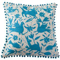 """""""Coussin bleu 65×65"""" Otomi by ViBamos. Housse de coussin avec tissu Otomi brodé à la main,  Livré avec coussin de garnissage en polyesther.  Broderie Otomi sur tissu écru, verso en tissu coton uni bleu.  Largeur :65 cm Hauteur :65 cm"""