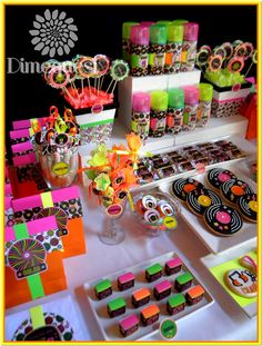 Disco party food - I love this idea of using three of the colours used in most disco party decorations (pink, green, orange) in all the food to make it match! 80s Birthday Parties, Disco Birthday Party, Birthday Party Themes, 40th Birthday, Neon Birthday Cakes, Roller Skating Party, Skate Party, Disco Party Decorations, Adult Party Themes