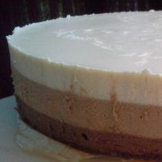 Kolmen suklaan juustokakku Cheesecake, Desserts, Food, Tailgate Desserts, Deserts, Cheesecakes, Essen, Postres, Meals