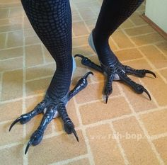 Bird Feet TutorialI made these feet for my kenku costume. Here are instructions on how to make your own! [[MORE]] 1. Get ya shoes. I chose these dance shoes because they conform to my foot and the sole is barely visible, plus they are comfortable,...