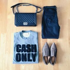 Best Outfit Ideas For Fall And Winter  25 Inspiring Fall Flat Lays From Instagram  Best Outfit Ideas For Fall And Winter 2016/2017 Description fall flat lay from Instagram - cash only graphic tee pointed toe shoes chanel le boy bag