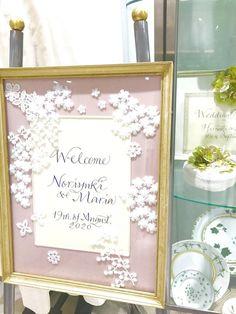 後から知ると後悔するかも!必ず見ておきたいバーニーズ ニューヨークのおしゃれブライダルギフト・リングまとめにて紹介している画像 Welcome Boards, Parchment Craft, Craft Wedding, Wedding Welcome, Scrapbook, Frame, Crafts, Glass, Picture Frame