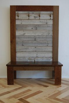 Barn Wood Bench - love this @Benjamin Conner