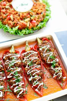Gevulde puntpaprika met gehakt Stuffed pointed pepper with minced meat Cooking hats Easy Smoothie Recipes, Good Healthy Recipes, Easy Healthy Dinners, Healthy Smoothies, Healthy Snacks, Carne Picada, Relleno, Food Inspiration, Good Food