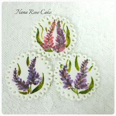Handpainting lavander flower cupcake