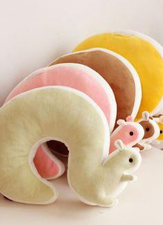 Die sind ja mega süß!! Das kann man sicher auch selber nähen und praktisch ist es auch noch als Nackenkissen