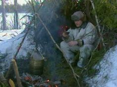 Ray Mears Demonstrations - Emergency Night in the Winter