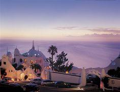 Casapueblo es famosa también por las puestas de sol que pueden observarse desde su arquitectura.   Punta del Este