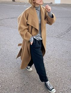 La parfaite tenue de week-end (photo Sandra H. Sauceda) The perfect weekend outfit # 21 (photo Sandra H. New York Street Style, Weekend Style, Weekend Outfit, Cardigan Beige, Fashion Week, Fashion Looks, Kelly Brown, Outfit Invierno, Business Outfit