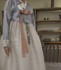 The Dan Women – Page 5 – Hanbok The Dan ‧ Made with ♥ Korean Hanbok, Korean Dress, Korean Traditional Dress, Traditional Dresses, Asian Fashion, Girl Fashion, Folk Costume, Girls Wear, Fashion History
