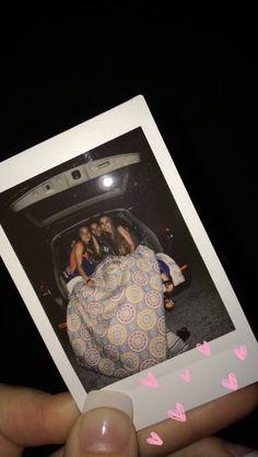 ➫ ❁-ʜᴇʏ ʟᴀᴅɪᴇs, ғᴏʟʟᴏᴡ ᴛʜᴇ ǫᴜᴇᴇɴ ғᴏʀ ᴍᴏʀᴇ tast€ful ᴘɪɴs *ᵞᴼᵁᴿ ˢᵀᴼᴿᵞ ᴵˢᴺᵀ ᴼᵛᴱᴿ ᵞᴱᵀ* # Best Friend Goals, Best Friends, Polaroid Photos, Polaroid Pictures Tumblr, Bff Pictures, Family Pictures, Best Friend Pictures, Aesthetic Pictures, Foto E Video