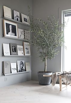 60 Best Inspire Scandinavian Living Room Design December Leave a Comment It's very easy to recognize a Scandinavian interior design. But there isn't just one Scandinavian style but several and they all have certain elements in com Decor Room, Living Room Decor, Living Rooms, Shelving In Living Room, Scandi Living Room, Grey Walls Living Room, Scandi Home, Grey Room, Room Art