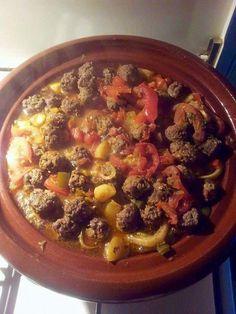 Tajine met aardappels en gehaktballetjes - Een heerlijk recept voor een goed gekruide tajine. Door de aardappels wordt het een lekker winters gerecht.