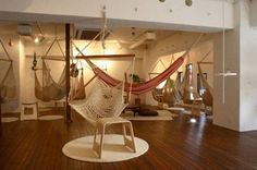 Feet Don't Touch the Ground in Tokyo's Relaxing Hammock Cafe : TreeHugger