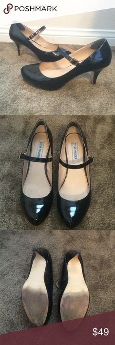 $5 CLOSET SALE Steve Madden black patent Mary Jane So many items in my closet are $5 don't miss out 😊 😊 Perfect for going to the office and then out for drinks after! Black patent leather, very comfortable 3 inch heel. Size 8 by Steve Madden. Great condition, tons of life left in them. Steve Madden Shoes Heels