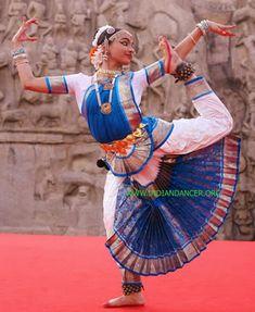 Bharatanatyam Bharata natyam Harinie Jeevitha in Mahabalipuram (Mammalapuram) Indian dances dancers music costumes dancer classical classes traditional dance costumes history of mudras songs arangetram dancers bharatanatyam bharata natyam indian dance Shall We Dance, Just Dance, Bollywood, Ballet Russe, Indian Classical Dance, Folk Dance, Dance Poses, Learn To Dance, Dance Fashion