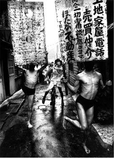 © William Klein - Danseurs de Butoh, Tokyo, Japan (1961)