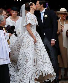 Countess Olympia von und zu Arco-Zinneberg wore an Oscar de la Renta gown to marry Prince Jean-Christophe Napoleon in a French royal wedding. Olympia, Lace Wedding Dress, Wedding Gowns, Wedding Ceremony, Jean Christophe Napoleon, Marie Bonaparte, Princesa Beatrice, Parisian Wedding, Sienna Miller
