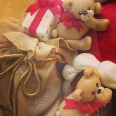 .... un dettaglio della vetrine Natalizie 2014!!! #rosecakes #bakery #boutiquebaking #christmas #teddybear #redchristmas #cakedesign #panettonedecorato   Flickr - Photo Sharing!