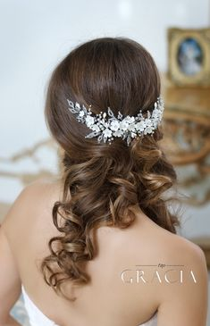 New Collection Of Wedding Hair Accessories From TopGracia #topgraciawedding #bridalhairaccessories #weddingheadband