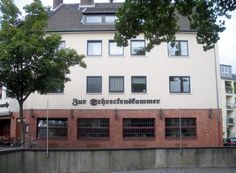 "Das Brauhaus ""Zur Schreckenskammer"" liegt direkt an der Kirche St. Ursula"