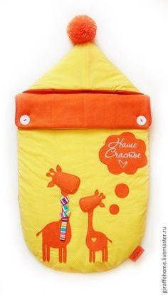 Купить или заказать Конверт для новорожденного 'Оранжевые Жирафы' в интернет-магазине на Ярмарке Мастеров. Стильный конверт для новорожденного, подойдет как на выписку, так и для повседневного использования. Удобен для прогулок в коляске, а также на руках. Верхний слой- 100% хлопок, внутри 100% хлопок, или мягкий флисовый подклад- для зимнего сезона. Прослойка- австрийский утеплитель Alpolux. Расстегивается с двух сторон.