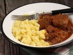 Tocanita+ungureasca+Porkolt Hungarian Recipes, Hungarian Food, Mashed Potatoes, Macaroni And Cheese, Food To Make, Foodies, Food And Drink, Beef, Ethnic Recipes