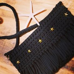 All Black まだ装飾お話中ですが 可愛かったので,UP  形が綺麗~♡♡ #ニットクラッチ#クラッチバッグ#オーダーメイド#ハンドメイド#ミニバッグ#hoooked#mtricot #シンプルコーデ #ZARA#ロンハーマン#UNIQLO#ママコーデ