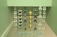 TUTORIAL: DIY Star Wars Party Decorations (Part 1) | http://hometownbetty.com/tutorial-diy-star-wars-party-decorations-part-1/