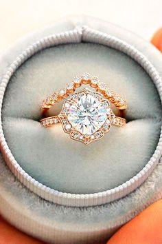 Love this wedding band / engagement ring combo