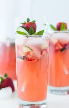 This Strawberry Cucumber Limeade recipe is a refreshing sparkling limeade perfect for any summer picnic - food_drink Non Alcoholic Drinks, Cocktail Drinks, Cocktail Recipes, Beverages, Drink Recipes, Pink Cocktails, Summer Cocktails, Cake Recipes, Cucumber Limeade Recipe