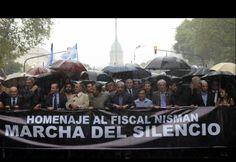 Una multitud se encuentra en la marcha en homenaje al fiscal Alberto Nisman