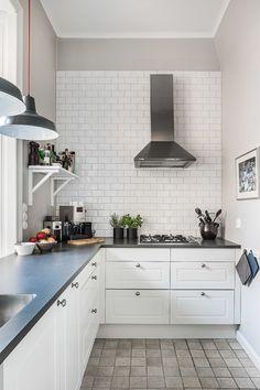 Lagerlings - Östermalmsgatan 66 - Klassiskt med stor sydvästbalkong - Våra hem