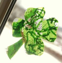 A quick and easy craft that toddlers can make for St Patrick's Day