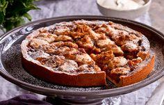 Apple and rhubarb pie Apfel-Rhabarber-Kuchen Apple Rhubarb Pie, Rhubarb Coffee Cakes, Rhubarb Tart, Rhubarb Desserts, Rhubarb Recipes, Apple Pie Recipes, Fruit Recipes, Sweet Recipes, Dessert Recipes