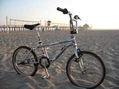 Unlike the this bike handled like a dream. Gt Bikes, Vintage Bmx Bikes, Gt Bmx, Bmx Freestyle, Chur, Snowboard, Bicycles, Old School, Picture Video