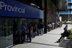 Abarrotados los pocos cajeros que permiten depositar billetes de Bs. 100