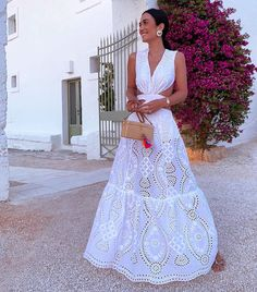 Gift Day Fashion V-Neck Stitching Lace Cutout Maxi Dress – GiftDayOnline Hot Pants, Silvia Braz, Saturday Outfit, Paris Chic, Look Fashion, Fashion Design, Fashion Tips For Women, Dress Brands, Dresses For Sale