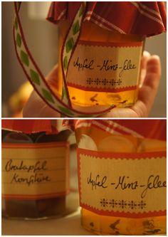 Süße Bratapfelkonfitüre und frisches Apfel-Minze-Gelee