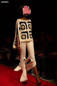 Looking for this crochet dresses patterns Crochet Designs, Knitting Designs, Crochet Patterns, Crochet Clothes, Diy Clothes, Crochet Dresses, Crochet Cardigan, Knit Crochet, Diy Fashion