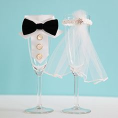 Make your day a unique one with these DIY Bride and Groom Toasting Flutes!