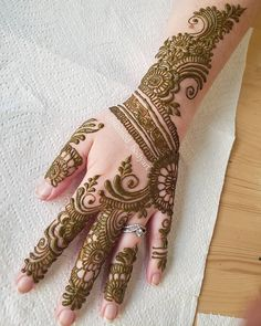 Stained - henna artist in Tampa Florida for bridal mehndi , henna tattoo , and henna design ebooks for the henna community. Latest Bridal Mehndi Designs, Back Hand Mehndi Designs, Arabic Henna Designs, Stylish Mehndi Designs, Mehndi Design Pictures, Best Mehndi Designs, Buy Henna, Henna Mehndi, Karva Chauth Mehndi Designs